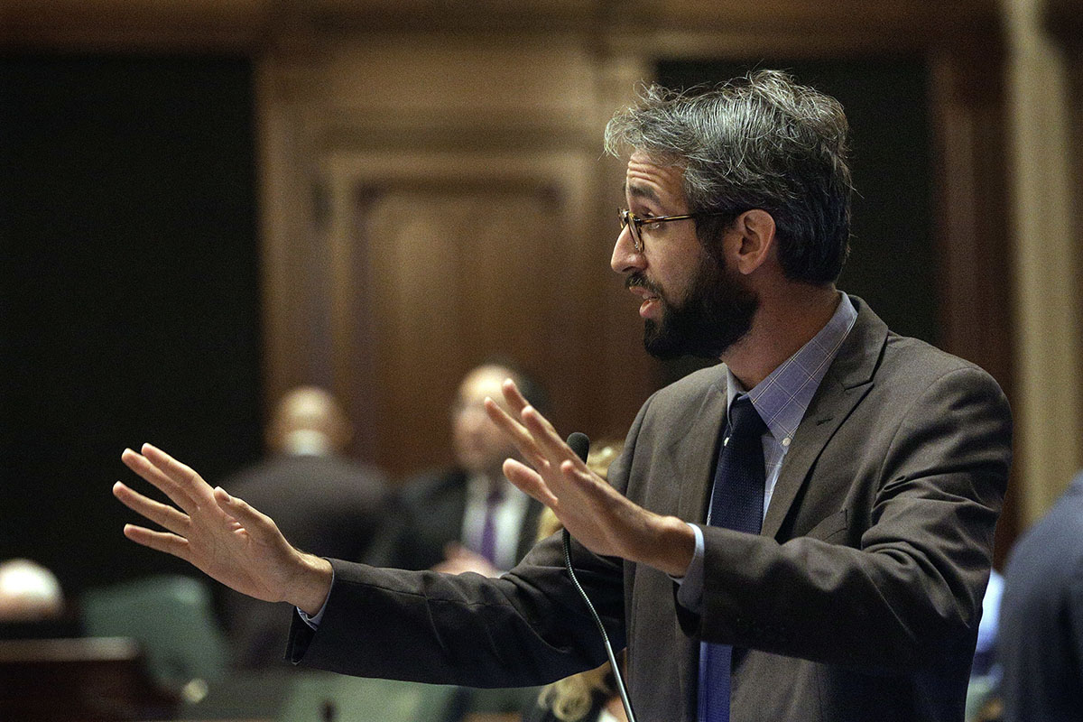 Illinois Rep. Will Guzzardi (D-Chicago) says he is gathering allies for his bill to repeal the state's rent control pre-emption act. (AP Photo/Seth Perlman)