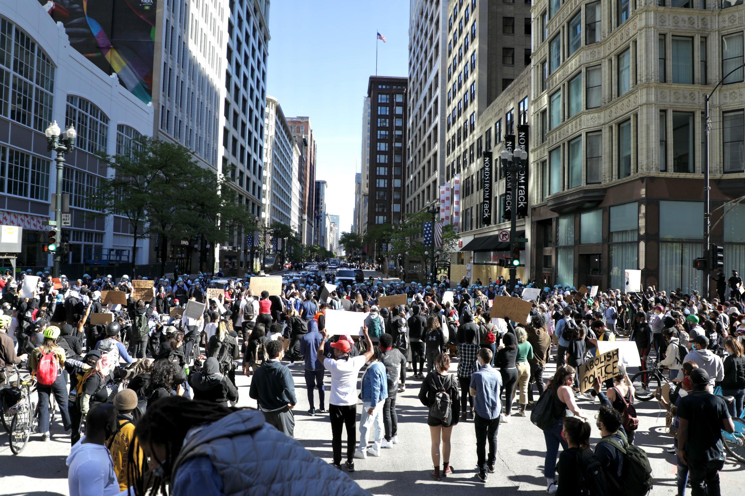 wide shot of Floyd protestors