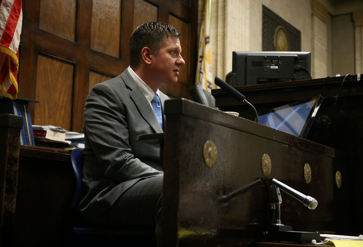 Chicago police Officer Jason Van Dyke takes the stand and testifies during his murder trial. (Antonio Perez/Pool/Chicago Tribune)
