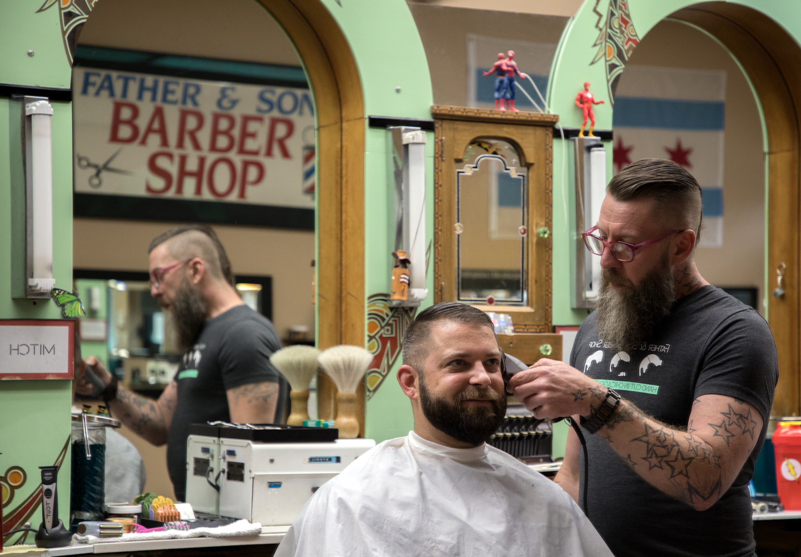 Kyle Wood getting his hair cut by Mitch Koonce at Father and Son barbershop. (Andrew Gill/WBEZ)