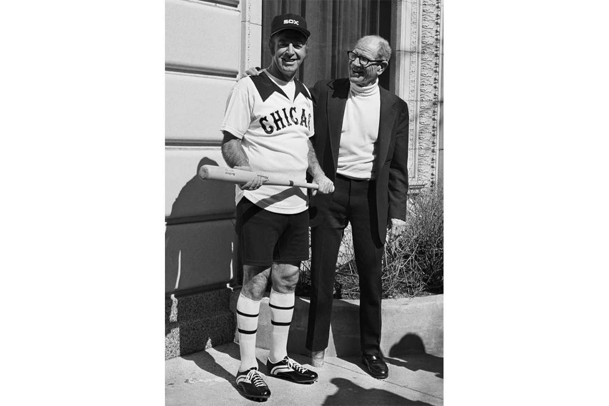 White Sox owner Bill Veeck (right) presents the new hot-weather uniform in March of 1976. (AP Photo)