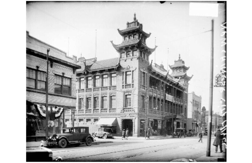 The On Leong Merchants Association Building on Wentworth Avenue in Chicago's Chinatown was once the organization's headquarters. (Today, the building is a community center.) On Leong was one of two rival Chinese gangs that first arrived in the U.S. in the late 1800s. (Chicago Daily News negatives collection/Courtesy of Chicago History Museum)
