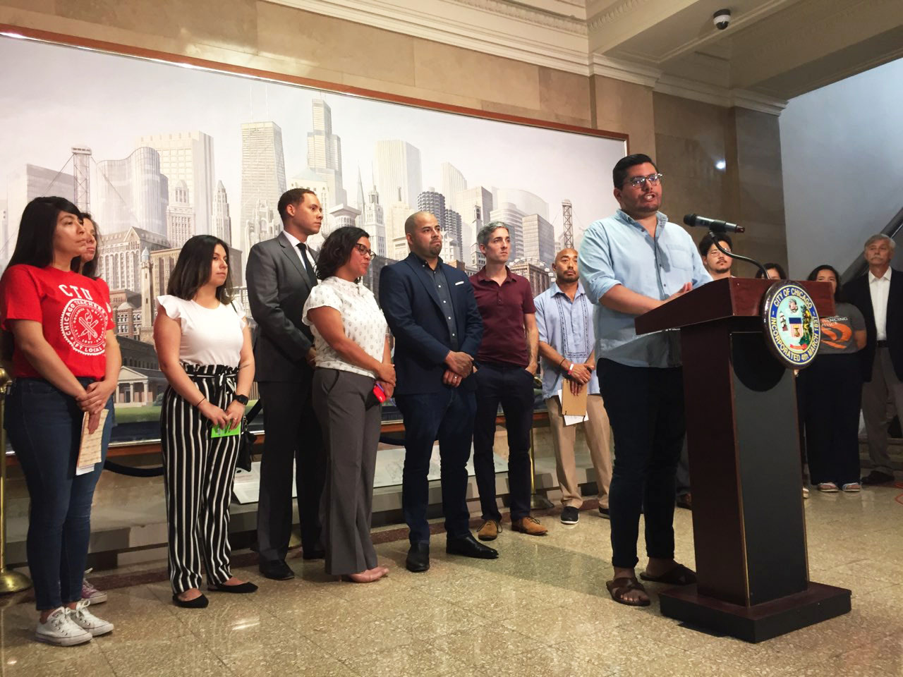 Chicago Aldermen Lean On City Workers To Spot ICE Agents