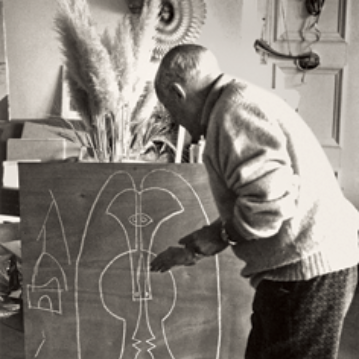 Pablo Picasso in Mougins, France, 1967, showing one of the Art Institute of Chicago studies for the Richard J. Daley Center Sculpture. (Photo courtesy of Skidmore, Owings, and Merrill LLP./Estate of Pablo Picasso / Artists Rights Society, via the Art Institute of Chicago)