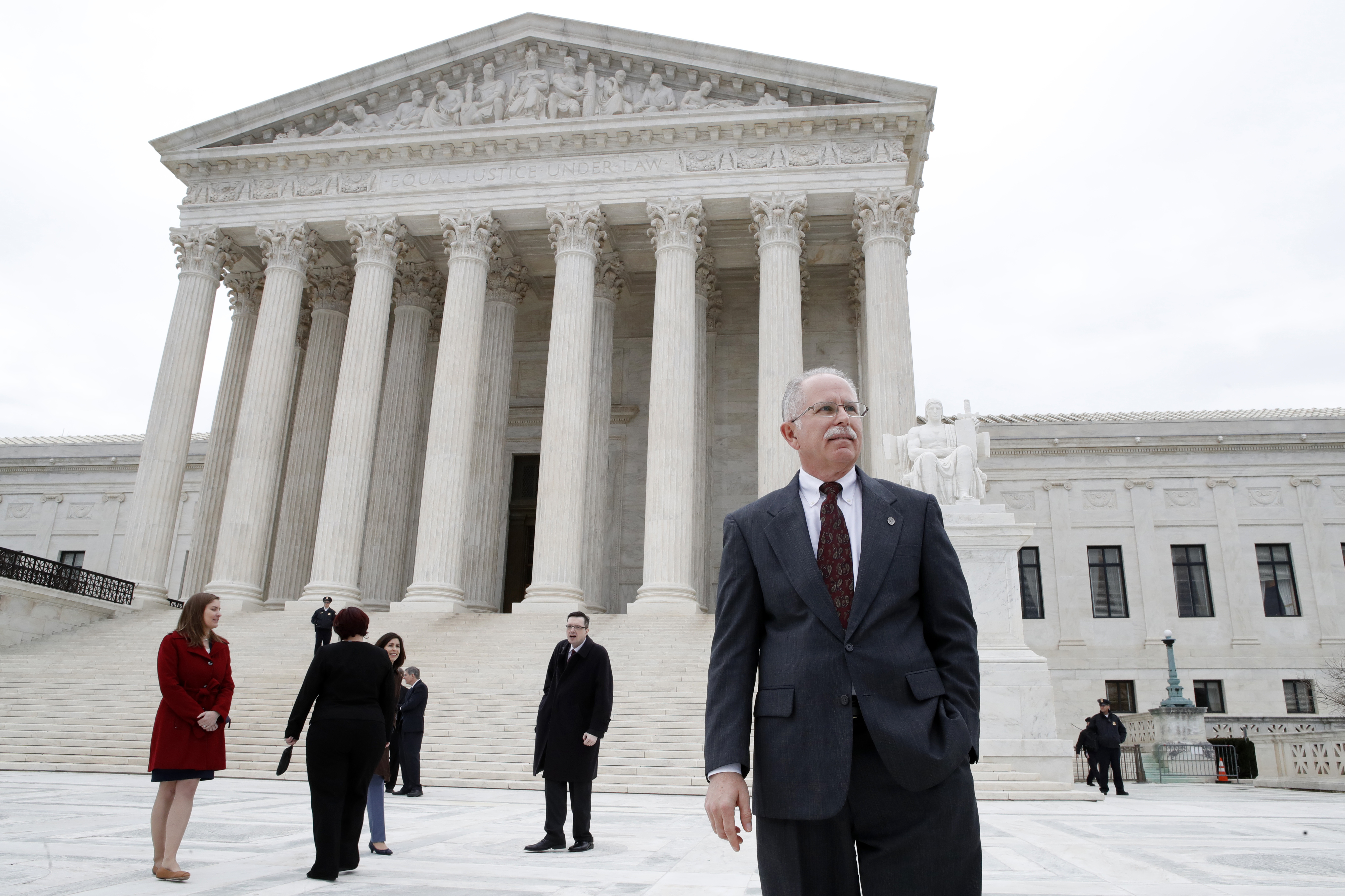 U.S. Supreme Court Rules Against Unions In Illinois Case That Could Have Major Consequences | WBEZ