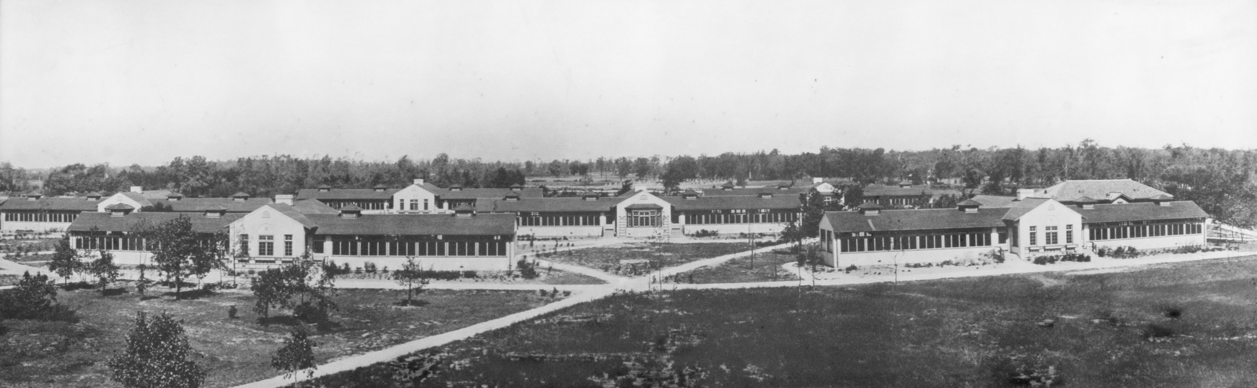 The patient cottages, seen here, have since been torn down. But many of the other buildings from the original campus are in use by the Chicago Park District. (Courtesy North River Commission)