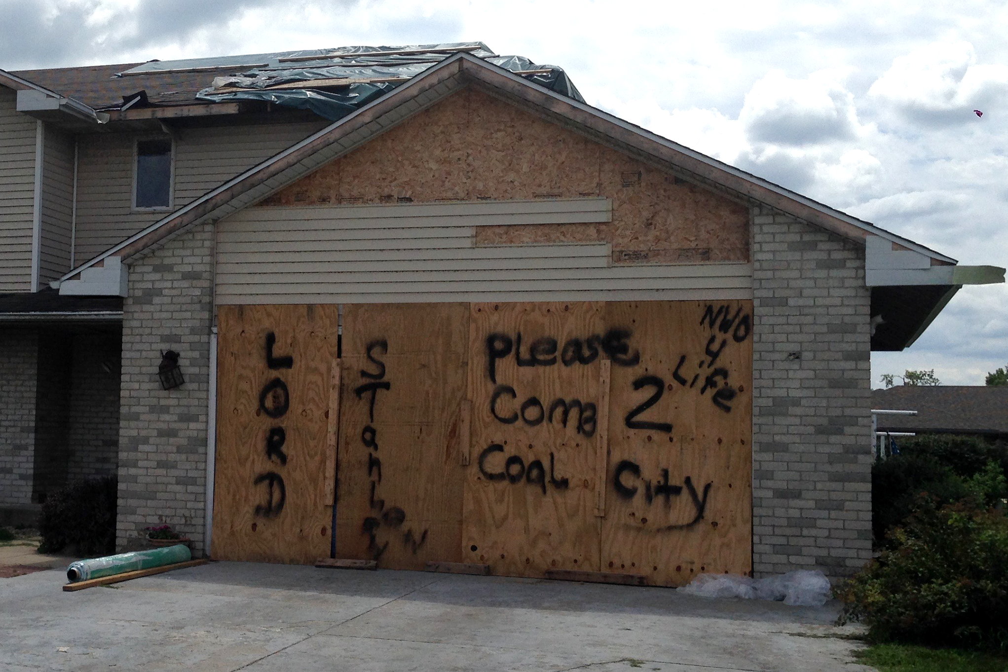 Reno Vognocchi's house after the tornado in 2015. His request: for the Stanley Cup to come to Coal City. (Yolanda Perdomo/WBEZ)