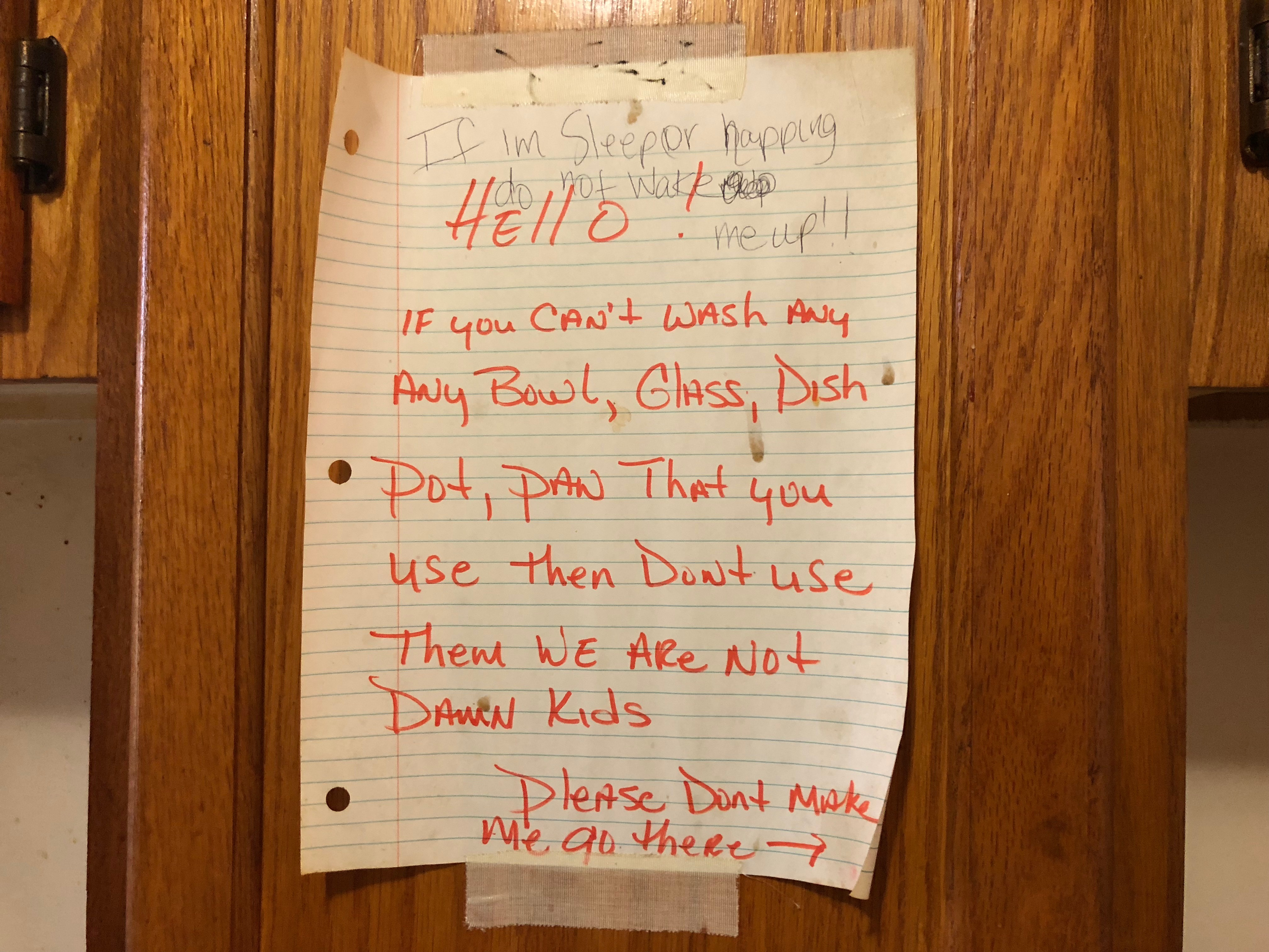 A note above Glenn Baker's sink reminding visitors to clean up. (Miles Bryan/WBEZ)