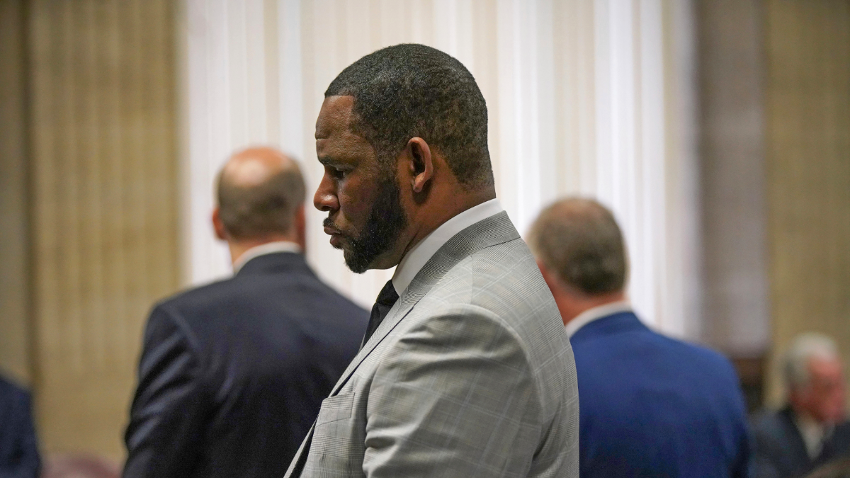 Experts: Multiple Cases Against R. Kelly Set Up 'Unusual' Quandary Over How To Proceed