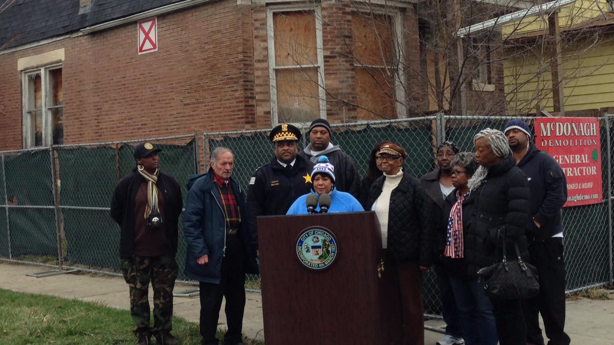 Chicago Alderman Toni Foulkes speaks at a City demolition press event March 25, 2016. Now-Police Superintendent Eddie Johnson stands behind her. (Yolanda Perdomo/WBEZ)