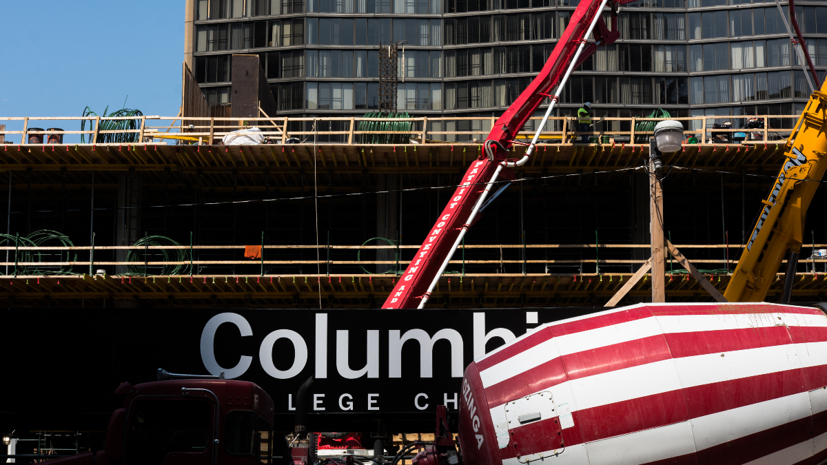 Cranes help build the controversial $50 million student center at Columbia College at 8th Street and Wabash Avenue. (Sebastian Hidalgo/WBEZ)