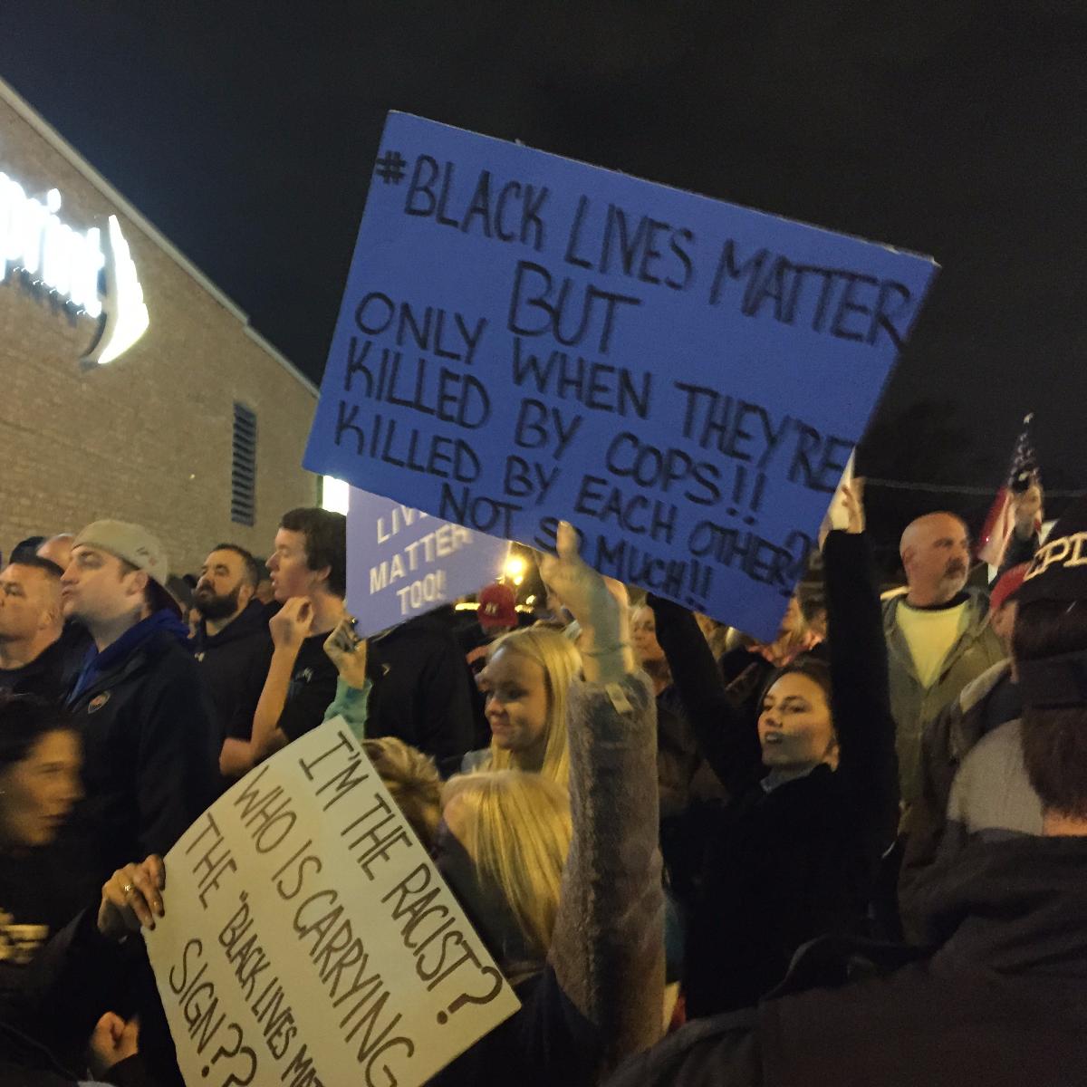 Blue Lives Matter protestors hold up signs in Mount Greenwood earlier this month. (Sarah Karp/WBEZ)