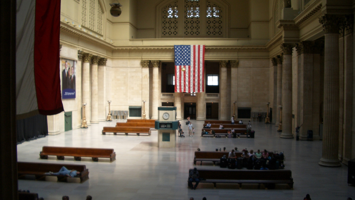 Passengers waiting in Union Station's Grand Hall in August 2007. (jerone2/Flickr).