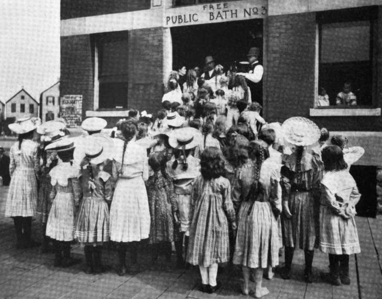 Girl's hour at William R. Mayor bathhouse. (Courtesy Chicago Health Department)