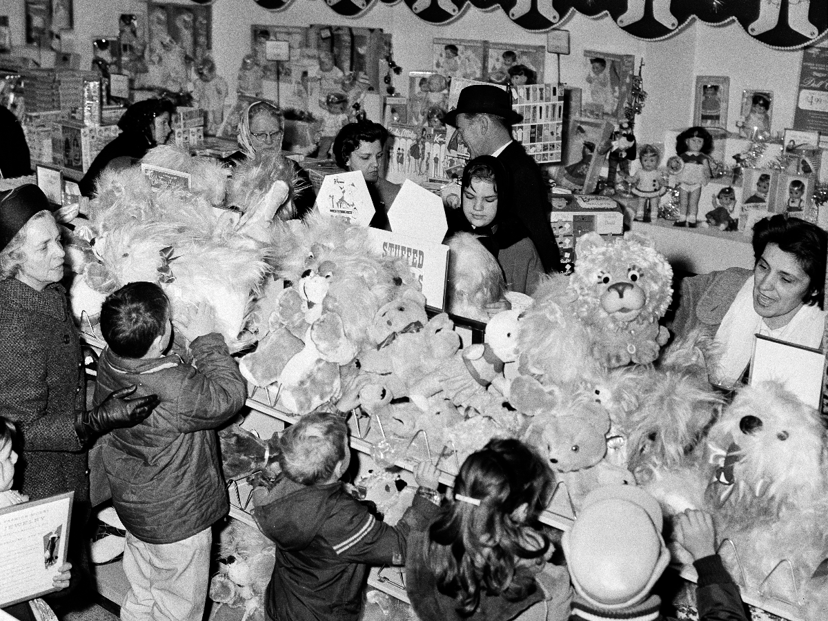 Stuffed animals draw the attention of shoppers in a Sears department store in downtown Chicago, Ill., Dec. 8, 1964. (AP Photo/LO)