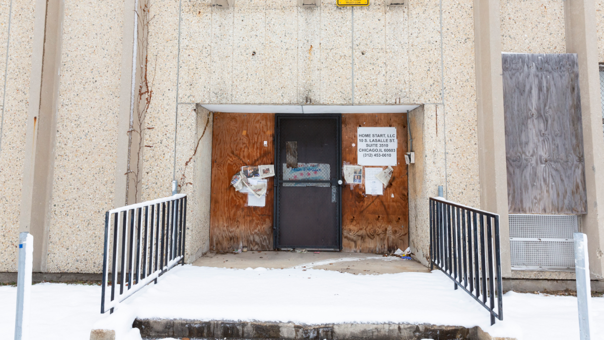 The former Laura Ward School in Garfield Park closed in 2013. It was sold but remains vacant. (Manuel Martinez/WBEZ)