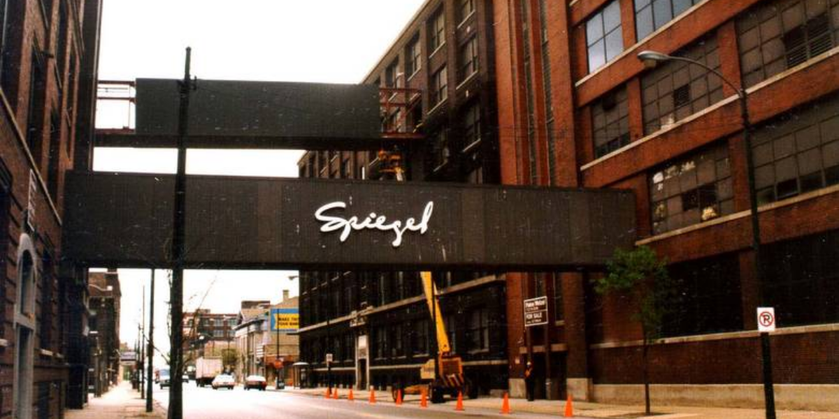 Before closing in the 1990s, the Spiegel catalog warehouse was Bridgeport's biggest employer. Iconic bridges across 35th Street allowed workers to cross the street without going outdoors. (Karen Ottomanelli Radaszewski/Flickr)