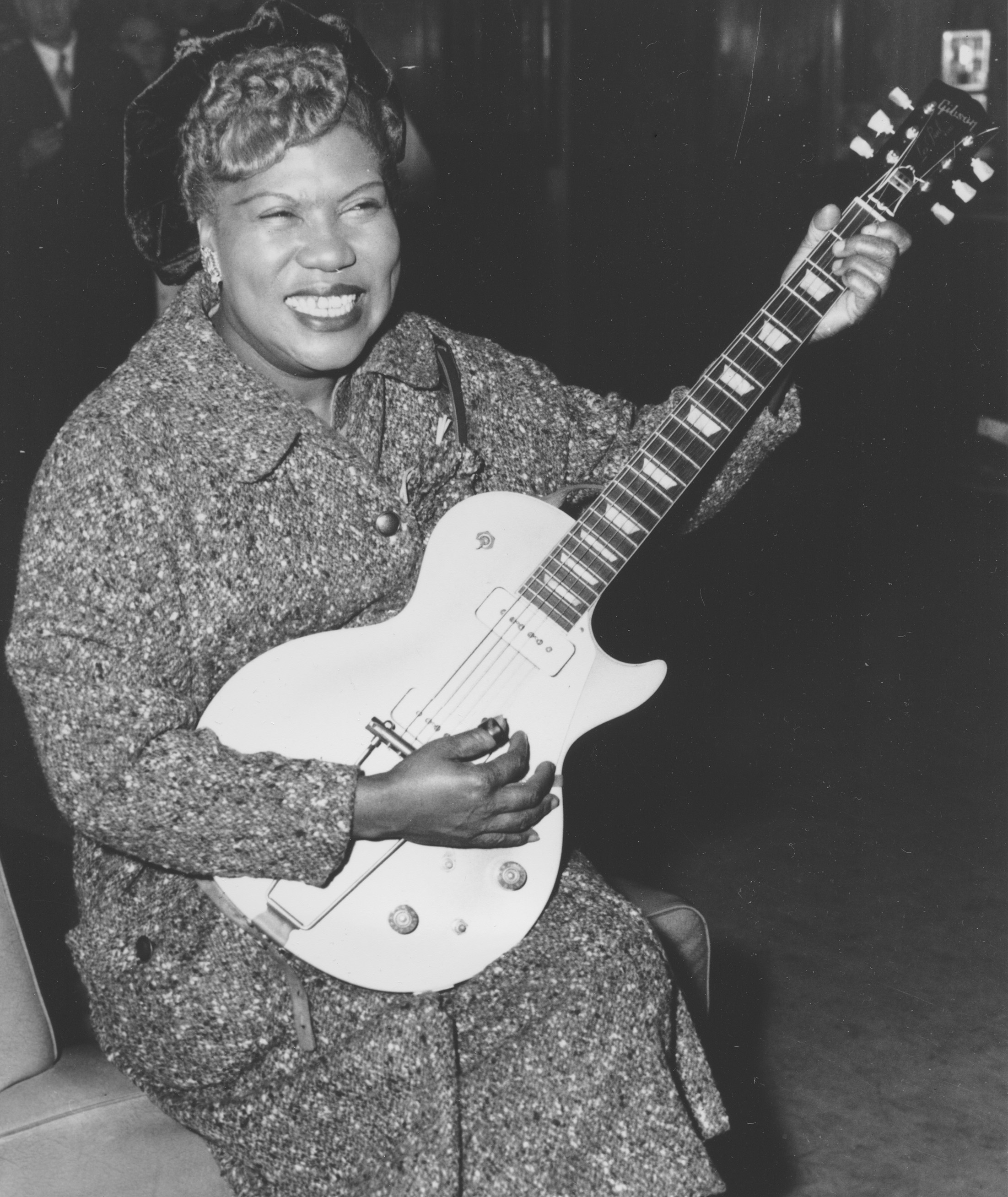 Sister Rosetta Tharpe gives an inpromptu performance in a lounge at London Airport, following her arrival from New York on November 21, 1957. (AP Photo)