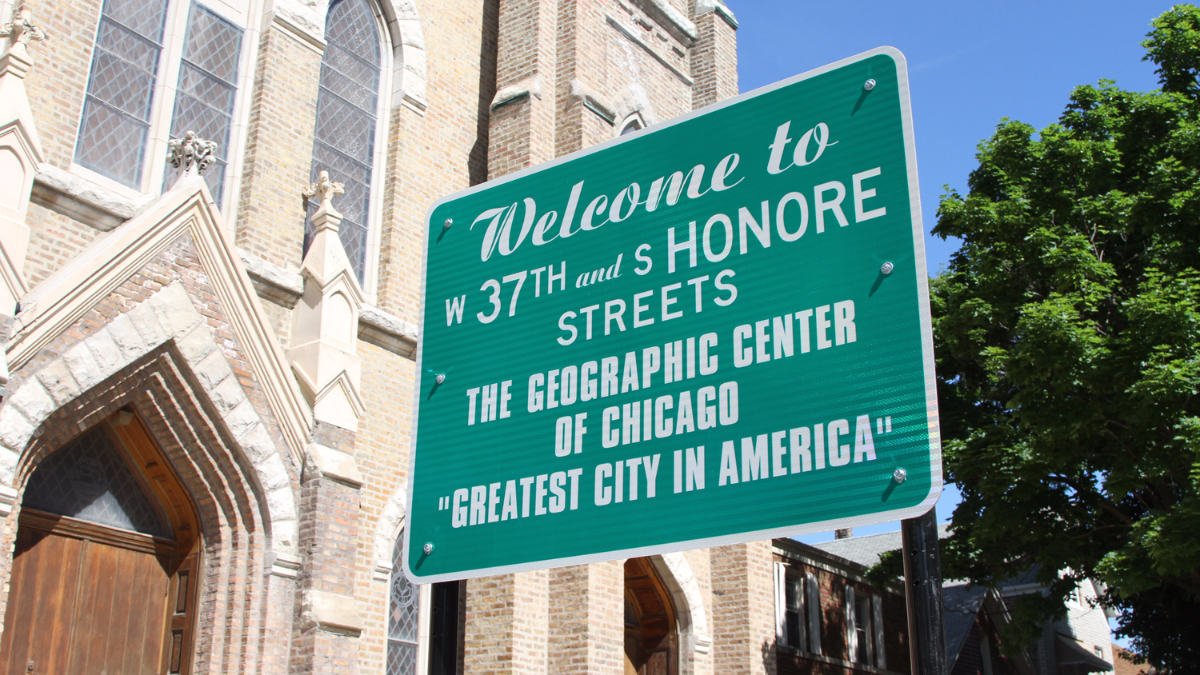 The City of Chicago installed a new center point sign outside St. Andrew Lutheran Church in November 2015. (Logan Jaffe/WBEZ)