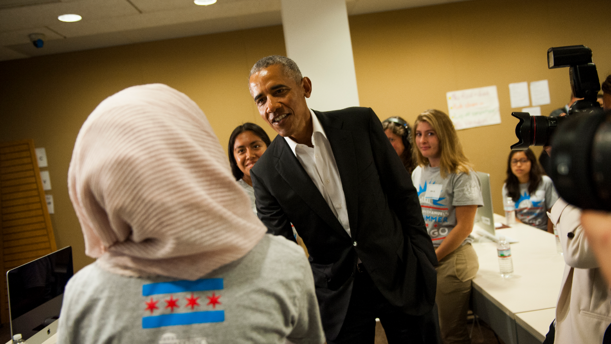 A student shakes hands with former President Barack Obama. (Bill Healy/WBEZ)