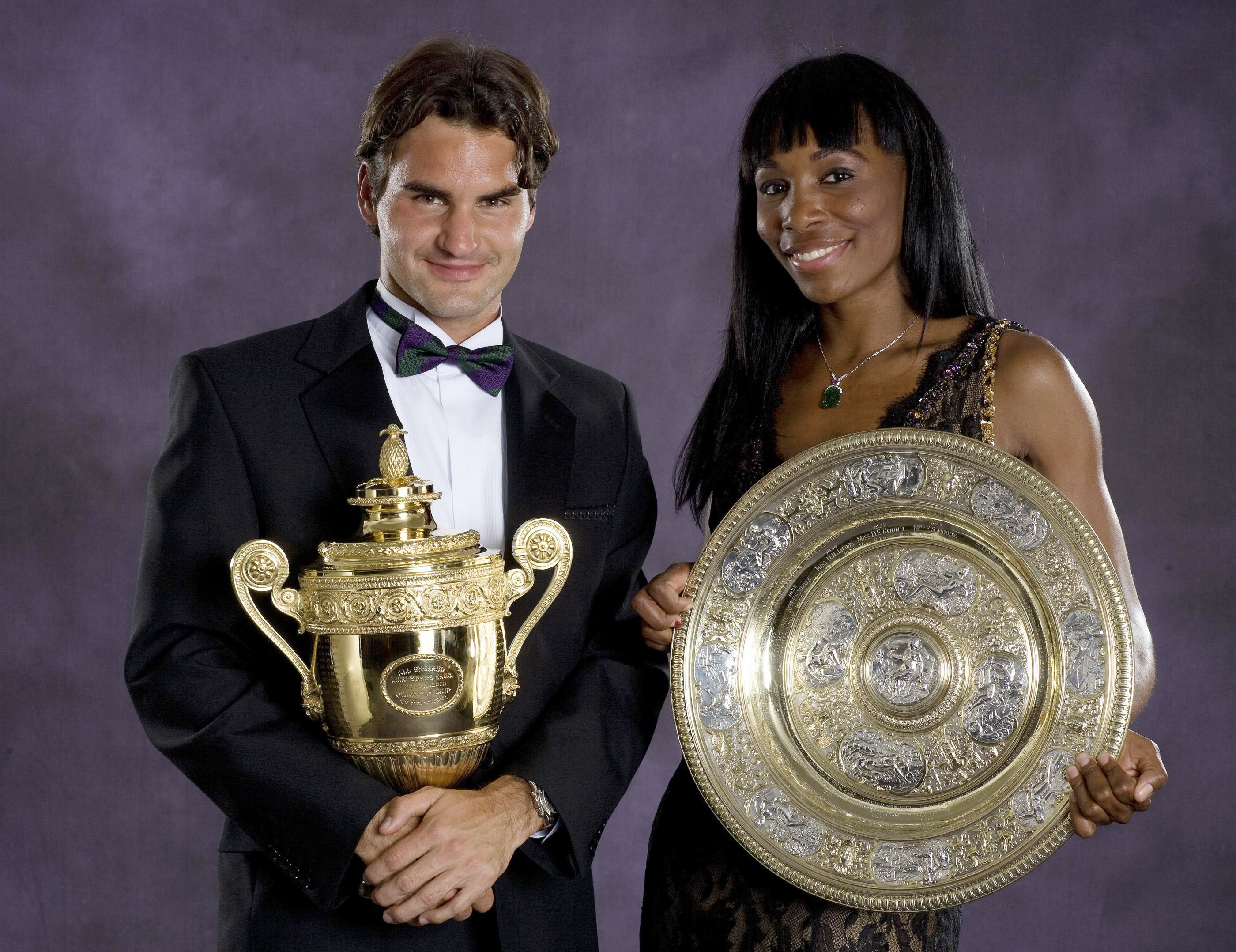 Women's singles champion Venus Williams and men's singles Champion Roger Federer pose with their Wimbledon championship trophies at the Champions' Dinner in London on July 8, 2007.(AP Photo/Bob Martin, AELTC pool)