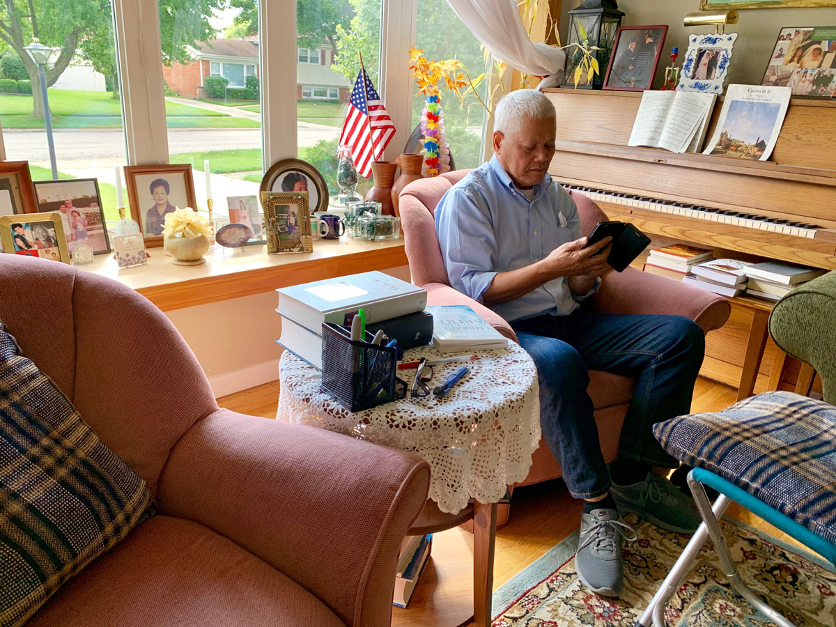 Edgardo Bartolome at his home in Mount Prospect on the day of his wife's deportation.