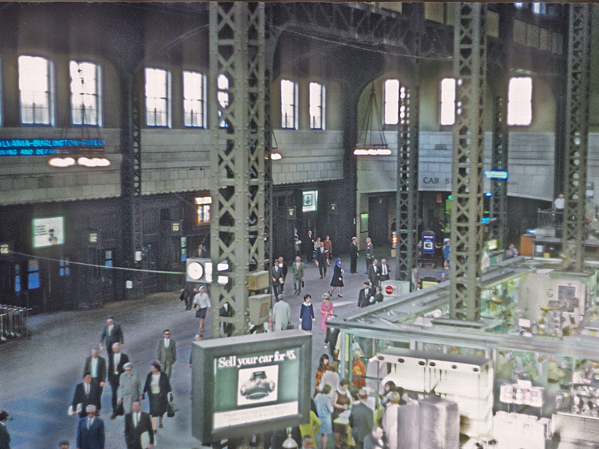 In 1969 the expansive Beaux-Arts-style concourse at Union Station was demolished to make way for modern offices, according to ChicagoUnionStation.com. This photo was taken by Roger Puta in June 1968 (Marty Bernard/Wikimedia Commons)..