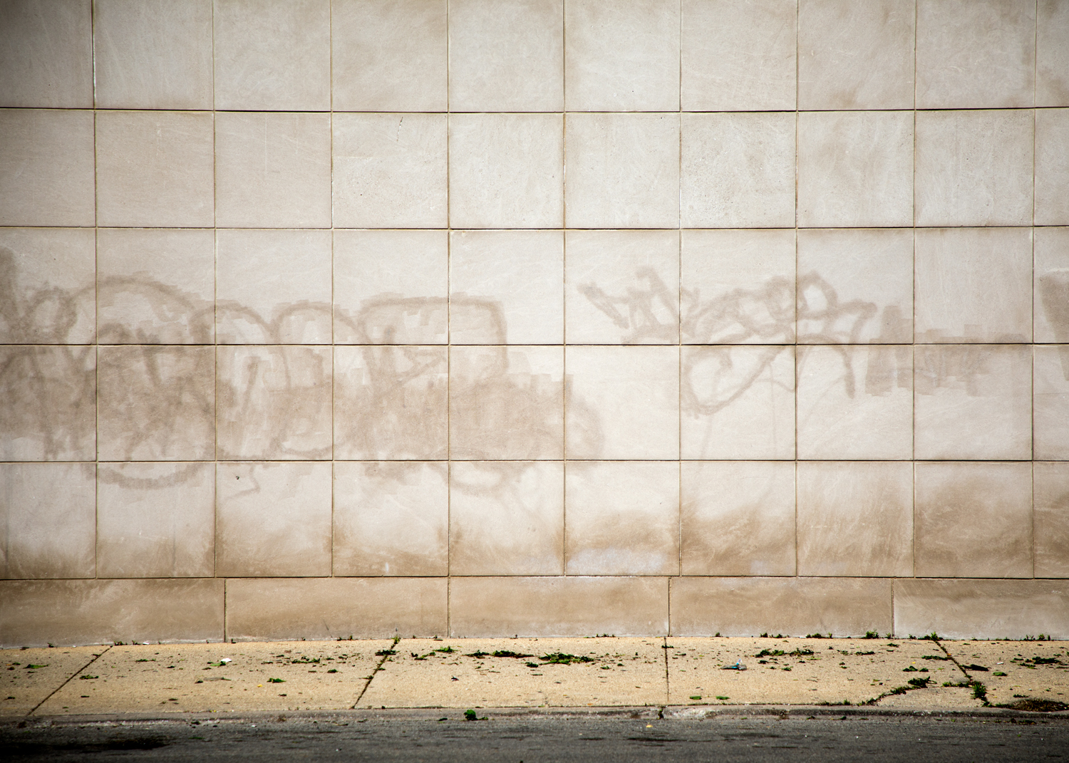 Traces of graffiti linger on a wall in Rogers Park. (Andrew Gill/WBEZ)