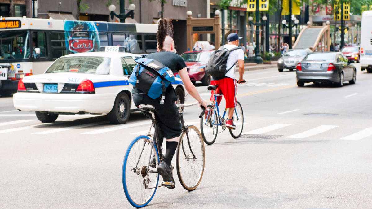 Cyclists riding on Chicago's State Street. (Star5112/Flickr)