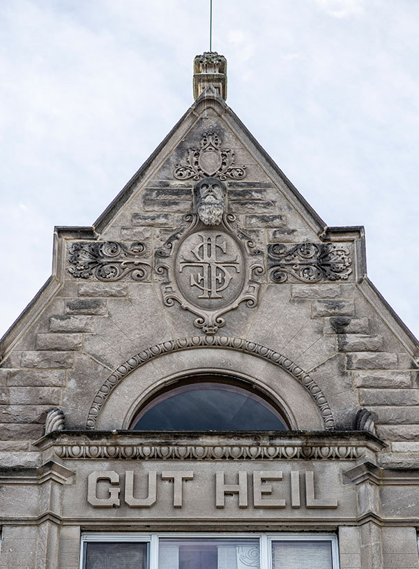'Gut Heil' is carved above the third floor windows. Other carvings include a bust of Friedrich Jahn, the founder of the Turner movement.