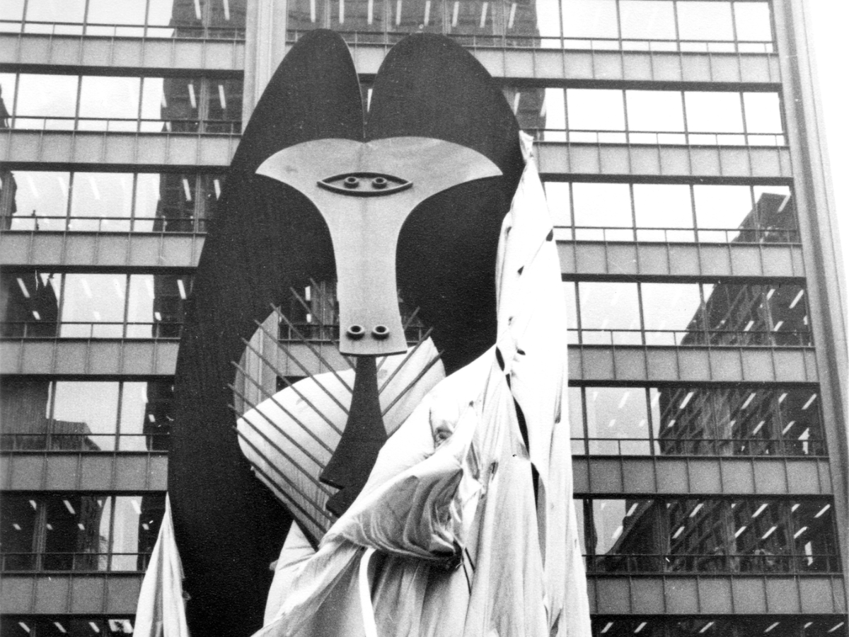 The unveiling of the puzzling Chicago Picasso, downtown, in 1967. (Courtesy the Chicago Department of Cultural Affairs and Special Events)