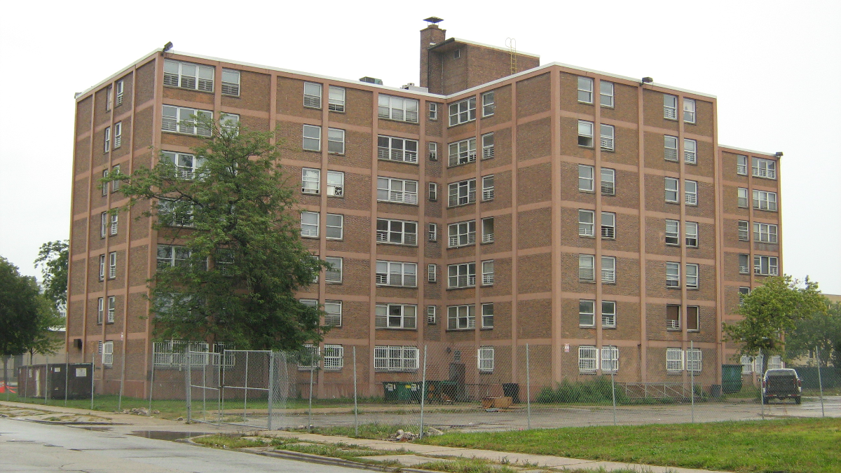 Ida B. Wells high-rise buildings shown on Sept. 12, 2008. (Zol87/Wikipedia Commons)