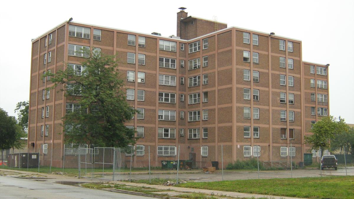 Ida B. Wells high-rise buildings shown on Sept. 12, 2008. (Zol87/Wikipedia Commons)