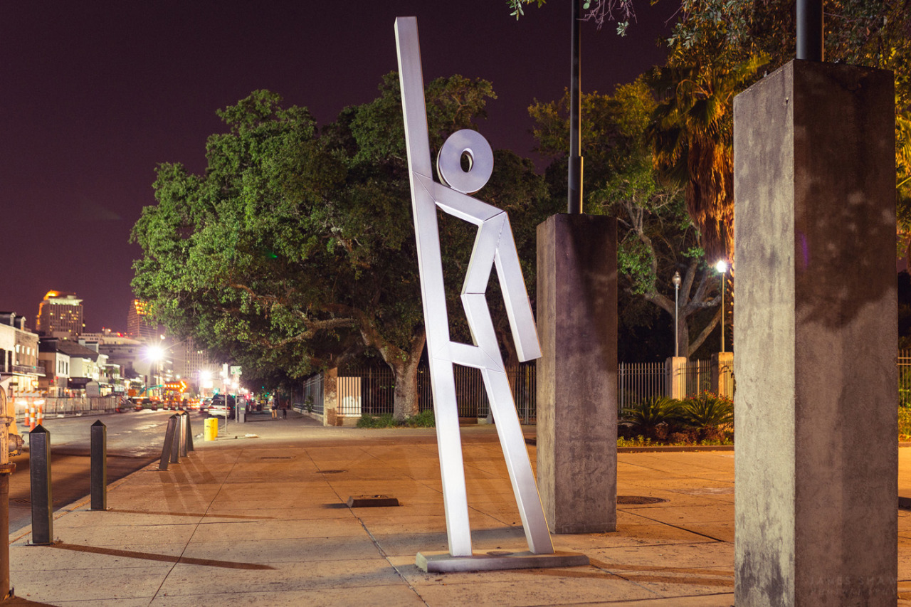 Sculptures installed after Hurricane Katrina in New Orleans mark evacuation pickup spots. (Source: evacuteer.org)
