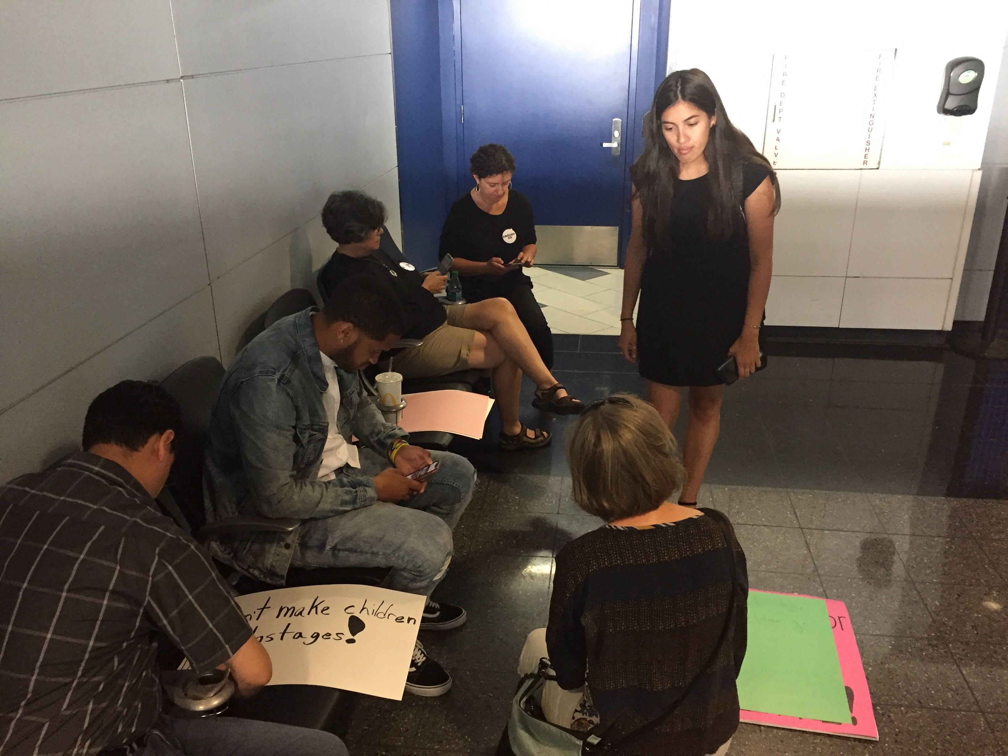 Detention Of Children At O'Hare Sparks Rapid Response